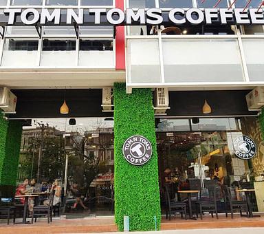 Tom N Toms Coffee – Yankin Space Condo